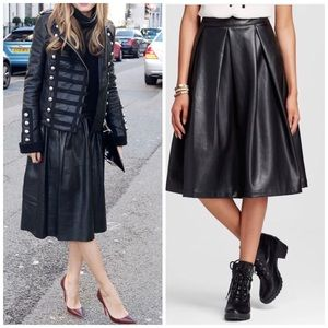 Dresses & Skirts - Black Pleated Midi Skirt